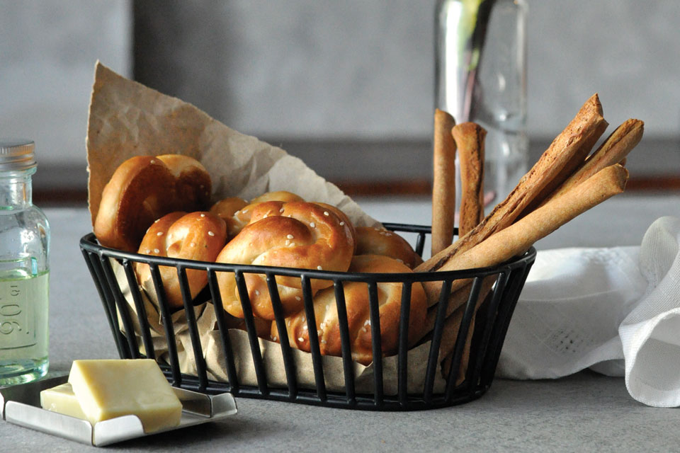 Black Bread Basket